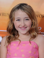 Noah Cyrus wore her hair in a loose wavy style at the premiere of 'The Last Song.'