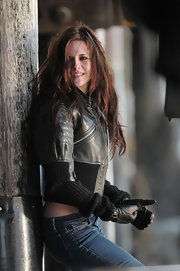 Kristen Stewart matched her jacket with a pair of leather gloves.
