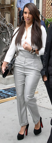 Kim Kardashian took a stroll in NYC looking seriously stylish in a two-tone jumpsuit by Alexander McQueen.