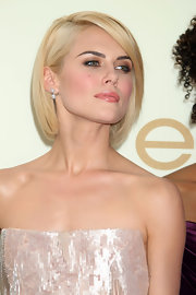 Rachael Taylor opted for a classic bob when she attended the 2011 Emmys.
