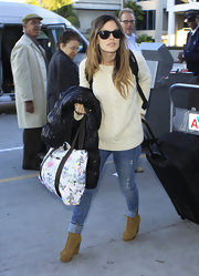 Rachel Bilson finished off her travel outfit with a whimsical-print tote.