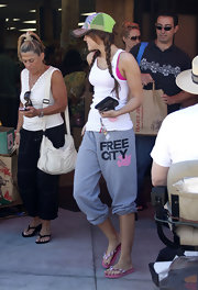 Miley Cyrus completed her relaxed ensemble with a pair of pink Lady Lanells flip flops.