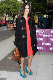 Rachel Bilson did a bit of chic color-blocking with her aqua ShoeMint platform peep-toes and pink dress combo.