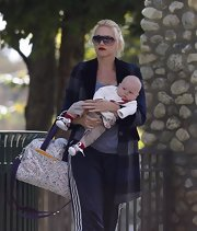 Gwen Stefani took Zuma to the park armed with a cute tote diaper bag.