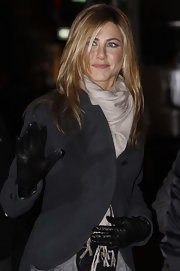 Jennifer Aniston stayed cozy with a cream-colored pashmina tucked into a black jacket while filming 'The Baster.'
