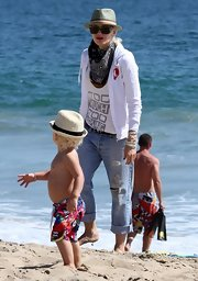 Gwen Stefani topped off her layered ensemble with a black-and-white paisley scarf.