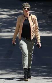 Gwen Stefani looked tough yet stylish in her gray cargo pants.