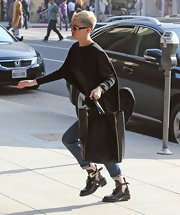 Miley Cyrus kept it practical with a large black shopper bag by Celine.