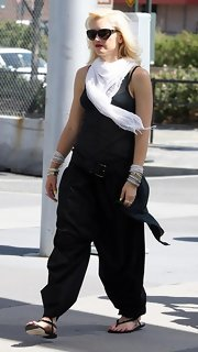 Gwen Stefani avoided an all-black look by accessorizing with a white scarf.