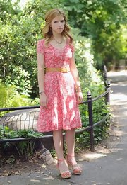 Anna Kendrick finished off her spring-chic look with a pair of nude and pink platform sandals.