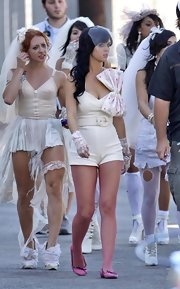 Katy Perry finished off her look with pink ballet flats.