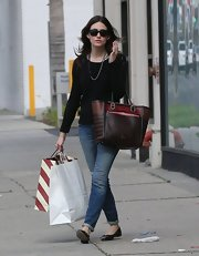 Emmy Rossum styled her casual shopping outfit with a chic multicolored leather tote.