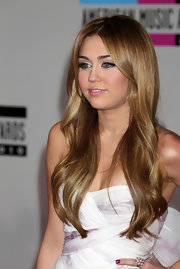 Miley Cyrus paired a Neil Lane pearl cluster ring with a strapless dress for the 2010 American Music Awards.