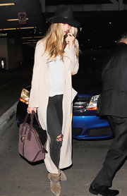 Rosie Huntington-Whiteley injected some color into her neutral outfit with a purple Burberry suede tote.