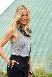 Sienna Miller jazzed up her casual outfit with a pair of two-tone bangles for the 'G.I. Joe' photocall in Berlin.