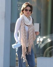 Lisa Rinna kept her look classic and sophisticated with this pair of brown aviators.