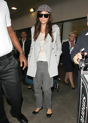 Jessica Biel rocked a pair of gray boyfriend jeans during a flight to LA.