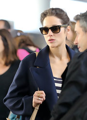 Marion Cotillard made her way through LAX sporting classic tortoiseshell wayfarers by Ray-Ban.