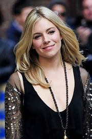 Sienna Miller went for boho cuteness with this loose, center-parted 'do during her 'Letterman' appearance.
