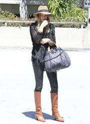 Rosie Huntington-Whiteley completed her eye-catching travel look with a pair of camel-colored knee-high boots.