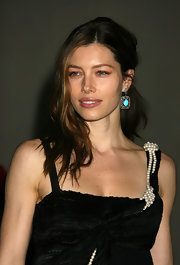 Jessica Biel complemented her hairstyle with lovely dangling turquoise earrings.