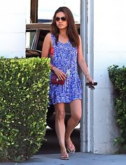 Mila Kunis completed her daytime ensemble with a burgundy chain-strap bag by Tod's.