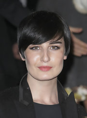 Erin O'Connor attended the Vogue Fantastic Fashion Fantasy Party wearing this short emo cut.