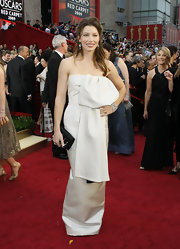 Jessica Biel paired her gown with an embellished black satin clutch.