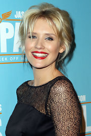 Nicky Whelan was rocker-chic with her messy 'do at the Sydney premiere of 'Hall Pass.'
