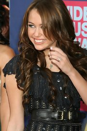 Miley Cyrus sported a stylish double-buckle leather belt at the 2008 MTV VMAs.
