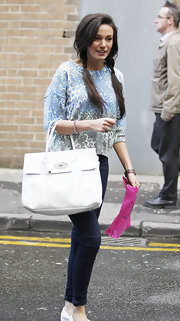 Michelle Keegan teamed her outfit with a chic white Mulberry leather tote.