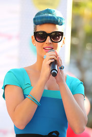 Katy Perry coordinated her look with a blue glass ring for the Eylure event.