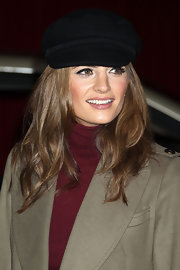 Stana Katic looked super cool wearing this black newsboy cap at the 'Muppets' LA premiere.