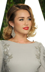 Miley Cyrus made jaws drop with those huge diamond chandelier earrings by Lorraine Schwartz!