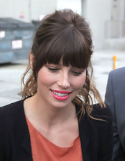Pink lipstick added more sweetness to Jessica Biel's look.