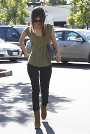 Rachel Bilson teamed her tee with black skinny jeans for a bit of sexiness.