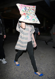 Katy Perry completed her airport look with cute electric-blue ballet flats.