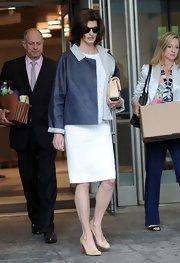 Linda Evangelista appeared in family court wearing a classy ensemble including a pair of nude pumps.