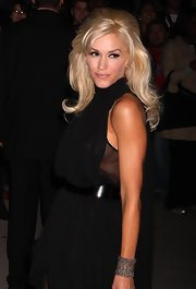 Gwen Stefani added subtle sparkle to her LBD with an elegant silver cuff bracelet during the Night of Stars Awards.