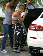 Miley Cyrus pulled her casual look together with a pair of Nike slides.