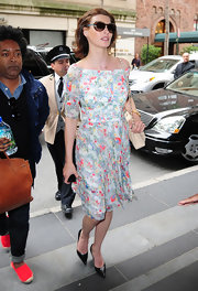 Linda Evangelista was seen at Carlyle Hotel wearing a floral off-the-shoulder dress.