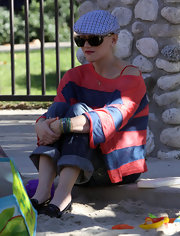 Gwen Stefani accessorized with a patterned ivy cap and a pair of sunnies during a day out at the Coldwater Canyon Park.