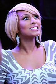 Keri Hilson looked like a doll with her perfectly styled blonde bob at the 2011 NBA All-Star Game.