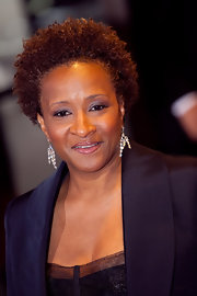 Wanda Sykes attended the White House Correspondents' Dinner after-party wearing this short curly hairstyle.