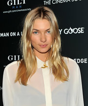 Jessica Hart attended the screening of 'Man on a Ledge' wearing a messy-chic center-parted 'do.