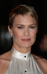 Robin Wright worked a pixie cut at the premiere of 'House of Cards.'