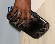 Mindy Kaling dazzled us with her triple-band diamond ring.