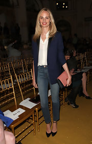 Lauren Santo Domingo completed her smart-casual look with a pair of black ankle-strap pumps.