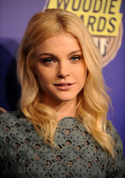 Jessica Stam looked oh-so-pretty with her wavy hairstyle at the mtvU Woodie Awards.