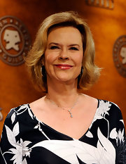 JoBeth Williams sported a classic bob at the SAG Awards nominations announcement.